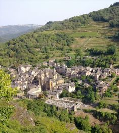 Conques_vue_d-en-face